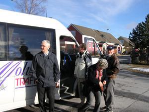Samling vid bussen