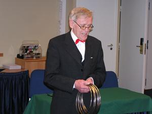 Mr Hann gör ringspelet