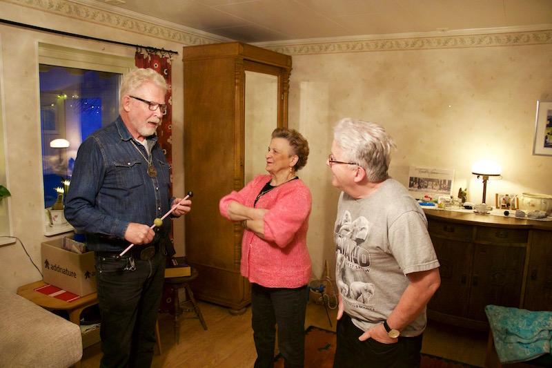 Christer, Svea och Björn undersöker ett trick